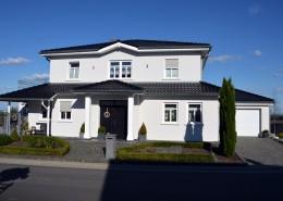 Bornheim Merten, Einfamilienhaus mit Einliegerwohnung, Eingangsansicht