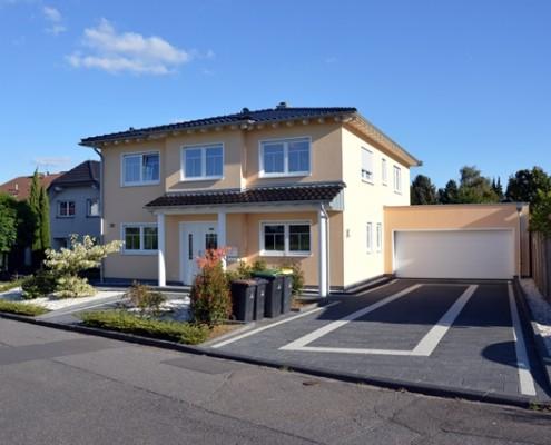 Einfamilienhaus mit Doppelhaus, Bornheim,
